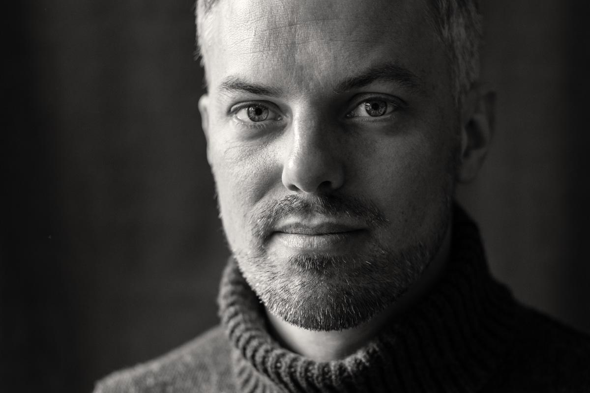 Portrait eines Bartträgers Mitte 30.