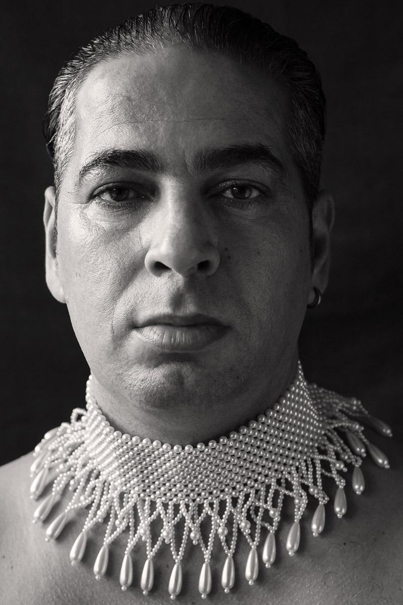 portrait-mit-perlenkette-fotografin-bremen