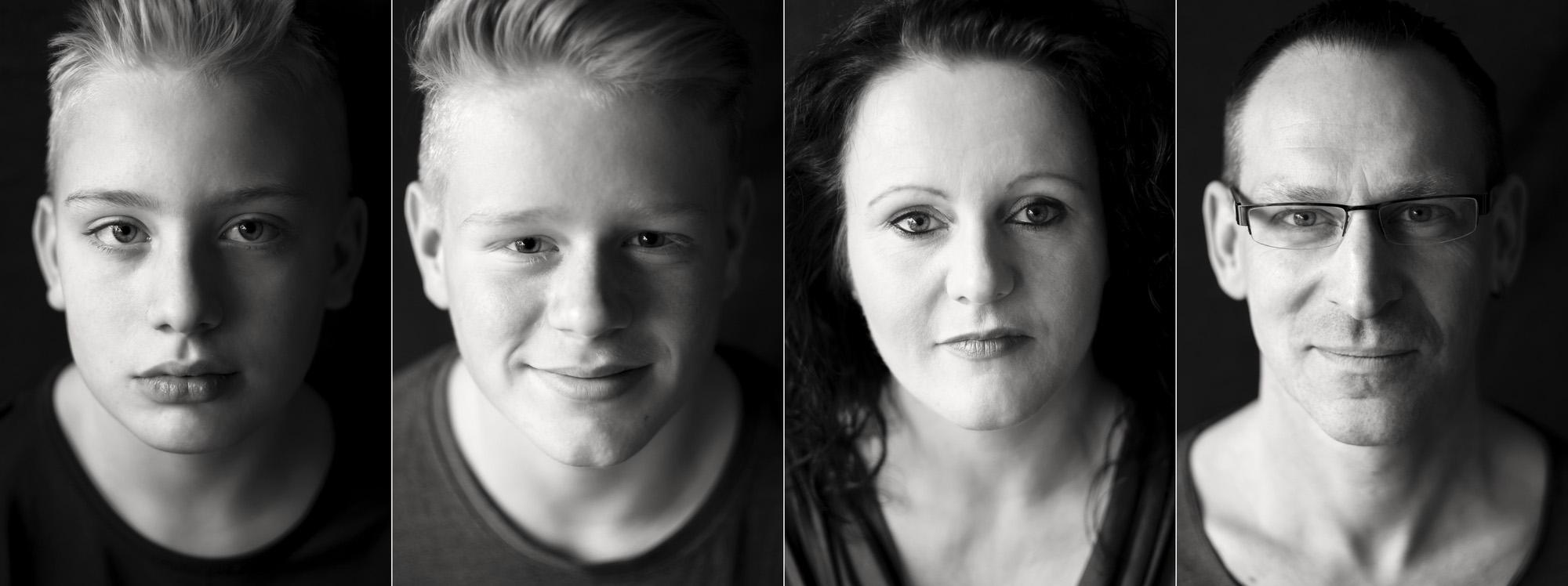 Familienporträt von Jasmin, Thomas, Corwin und Derice. Fotografiert von Astrid Schulz, Bremen. Schwarz-Weiß-Foto.